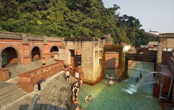 台灣最著名的蘇澳冷泉,泉質為世界少有的可浴碳酸泉,和礁溪溫泉並稱為蘭陽平原深藏地下的兩個天然瑰寶。圖:交通部觀光局