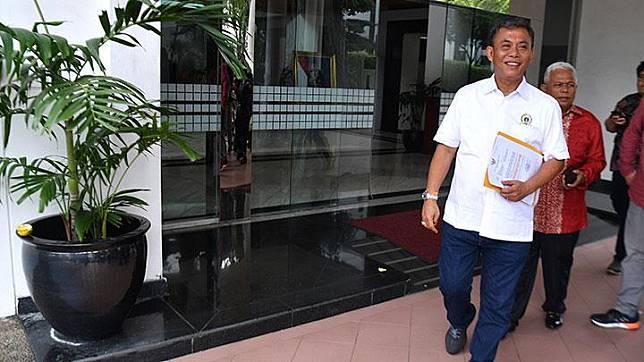 Jakarta Legislative Council (DPRD DKI Jakarta) Speaker Prasetyo Edi Marsudi leaves the State Secretariat Ministry office in Jakarta, Thursday, Feberuary 13, 2020. ANTARA/Sigid Kurniawan