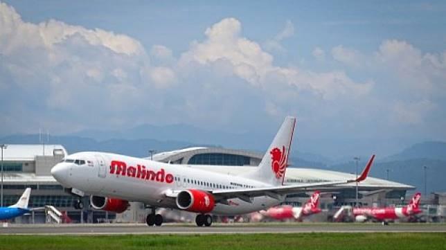 Sebuah pesawat Malindo Air sedang tinggal landas. [Shutterstock]