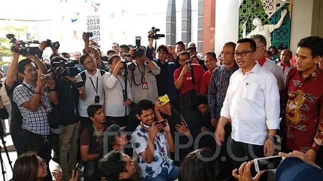 Imam Nahrawi menyampaikan pengunduran diri sebagai Menteri Pemuda dan Olahraga setelah ditetap sebagai tersangka oleh KPK dalam kasus suap KONI, Kantor Kemenpora, Jakarta,  Kamis, 19 September 2019. TEMPO/Irsyan Hasyim