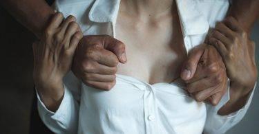 「救命!他在舔我的乳頭!」日女子麻醉甦醒時遭猥褻是真是假?