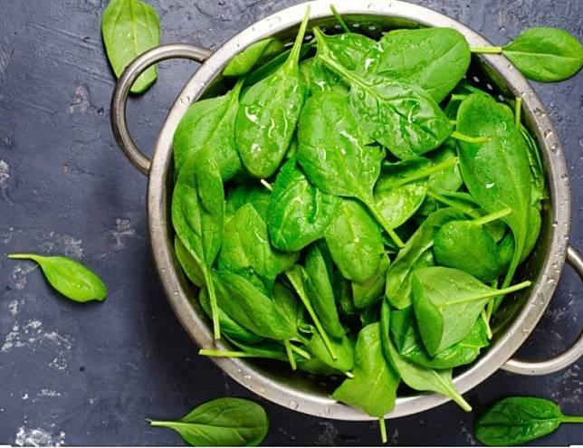菠菜中含豐富增強免疫力的要素。(互聯網)