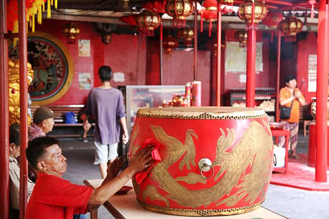 A worker cleans oil and dust off a large drum in the Dharma Bakti Chinese temple in Glodok, West Jakarta. The area is home to a significant population of Chinese-Indonesians and was a witness to the 1998 riots, in which many Chinese-Indonesians were targeted.