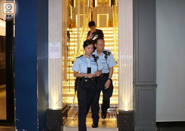 警員調查後離去。(吳建明攝)
