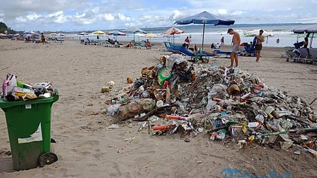 Masalah Sampah Plastik di Bali: Rusak Pariwisata dan Ancam Ikan Mola-mola di Perairan Nusa Penida
