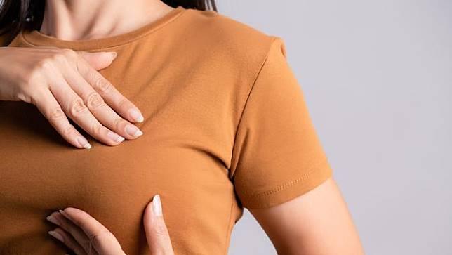 Sebuah studi mengatakan bahwa memandang payudara istri selama  Memandang P4yud4ra 10 Menit Tiap Hari Perpanjang Umur Pria 5 Tahun