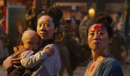 鄂靖文(左)曾在《西遊伏妖篇》飾演零對白村婦。