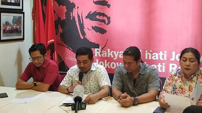 Relawan pendukung Jokowi menggelar konferensi pers di Kantor DPP Projo, Pancoran, Jakarta Selatan, Rabu (23/10/2019). [Suara.com/Fakhri Fuadi]