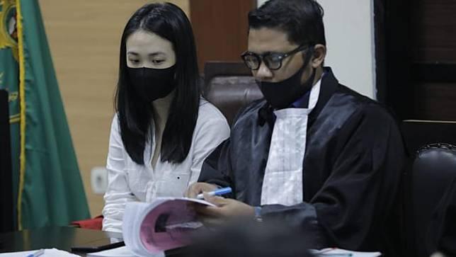 Terdakwa Aurelia Margaretha (26) dalam sidang kasus kecelakaan di Karawaci, Kamis (25/6/2020)