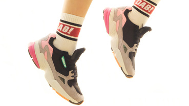 起點指標 / Adidas Originals Falcon W