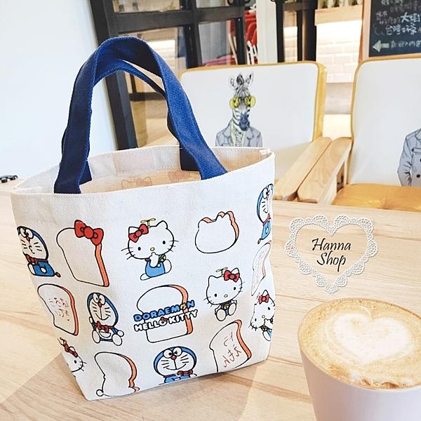 《花花創意会社》外流。韓版KT小叮噹聯名記憶麵包可愛手提袋【H6703】