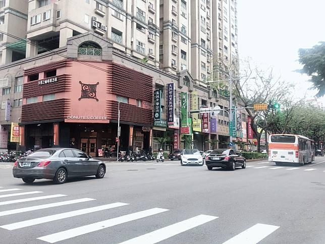NOWNEWS0407_台中市北屯區生活機能佳、房價親民,磁吸外來人口。(圖為崇德路商圈)。
