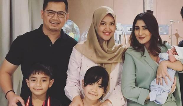 Istri Tommy Kurniawan Melahirkan, Tania Nadira Beri Hadiah Botol Susu