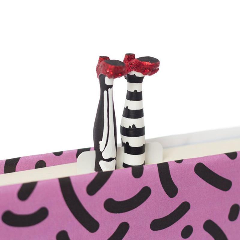 產品特色 來自烏克蘭的MyBookmark 藉由手作禮物將愛傳播到世界 設計風格充分展現趣味、活潑 展現自我風格的吸睛小物作為陪伴,為生活增添樂趣! 產品介紹 注意事項 1.商品尺寸與實際測量約0.5