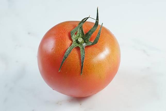 番茄含豐富維他命A、茄紅素、胡蘿蔔素,可減少紫外線對皮膚的侵害。(資料圖片)
