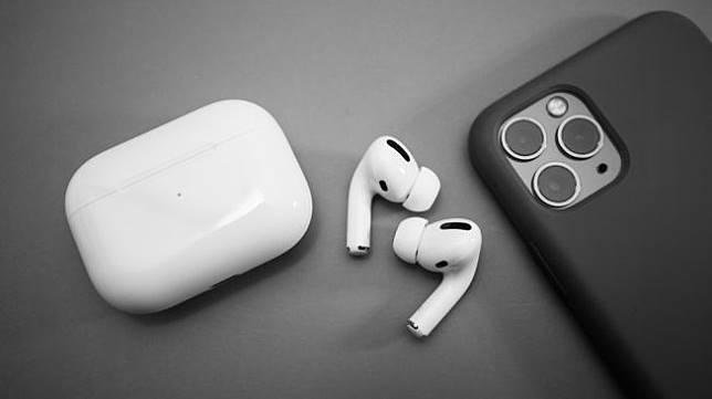 Apple Airpods 2. [Shutterstock]