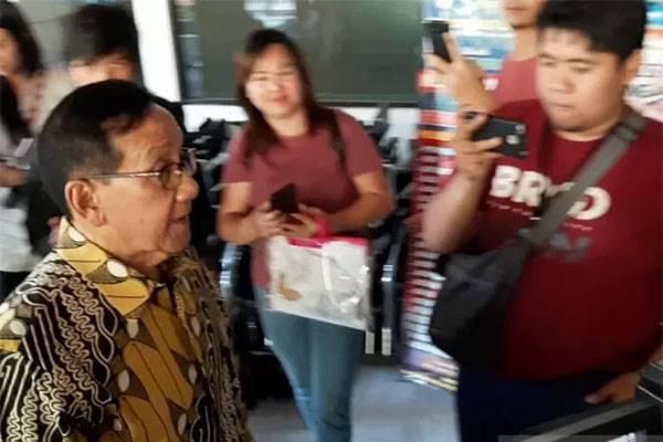 Mantan ketua DPR Akbar Tanjung kunjungi Habibie di RSPAD Gatot Subroto, Jakarta, Rabu (11/9)