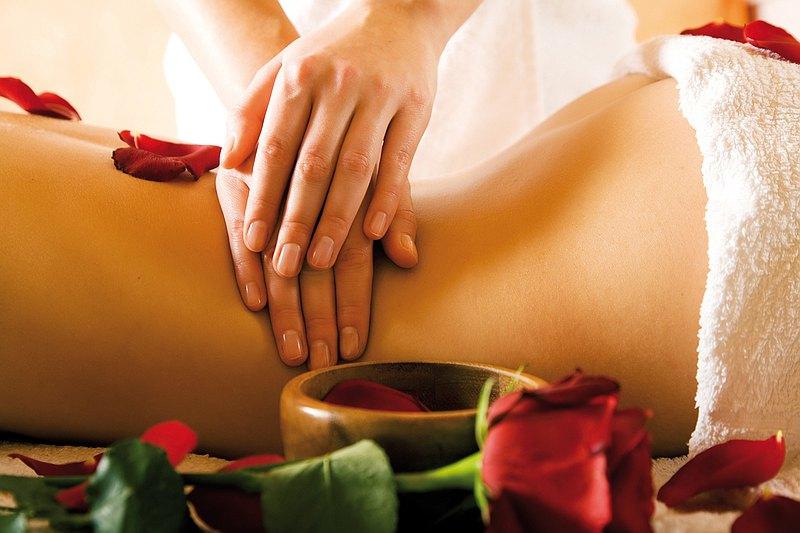 唯一以全株玫瑰蒸餾萃取精華,調和成珍貴獨家的艾玫瑰按摩油,注入SPA按摩的精品芳療,讓玫瑰精油隨著獨特手技,深入皮膚並達到淋巴疏通 *總療程為60mins含純手技40mins