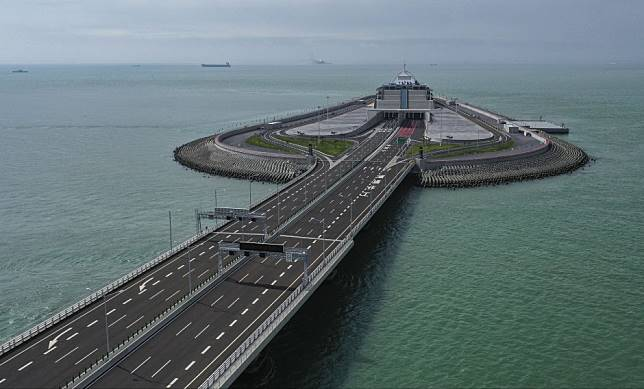 Technicians guilty of faking test results for Hong Kong-Zhuhai-Macau Bridge costing taxpayer HK$58 million