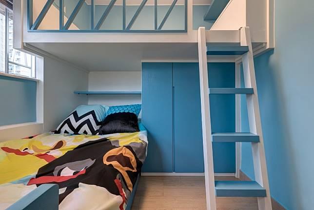 兒童房為免設計過於稚氣,室內並無童趣圖案裝飾,取而代之是選用天藍與白色的牆身與家具,感覺清新。 (受訪者提供)