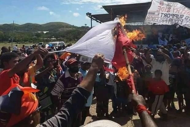 Beredar di Medsos Foto Bendera Indonesia Dibakar dalam Demo di PNG