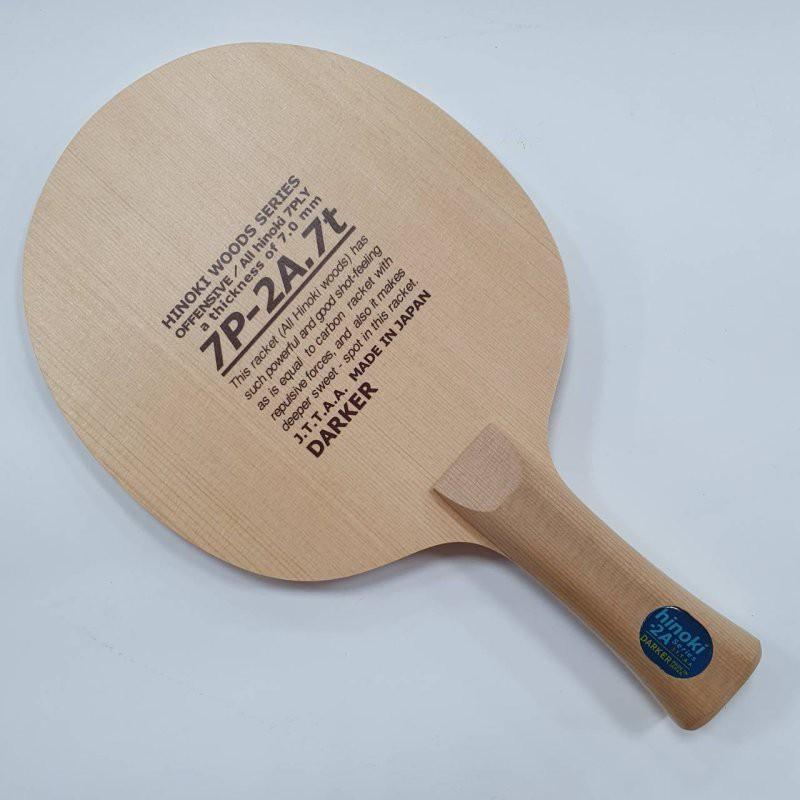 戰型:弧圈結合快攻 質量:重量:85g±厚度:7 mm結構:7夾木曾檜DARKER招牌夾板結構:木曾檜七夾木曾檜作為木材在制作之後很少變形,有特殊的香味,加工後表面平滑而豔麗,耐久性較高,為球拍製作公