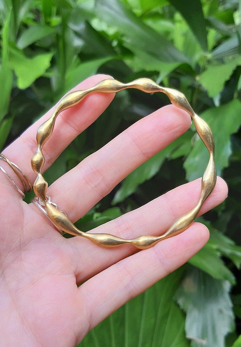 可快速展現個人風格的單品的硬式手環