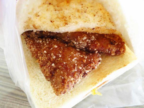 【桃園美食】明峰早餐店-在地人才知道的自製豬排三明治