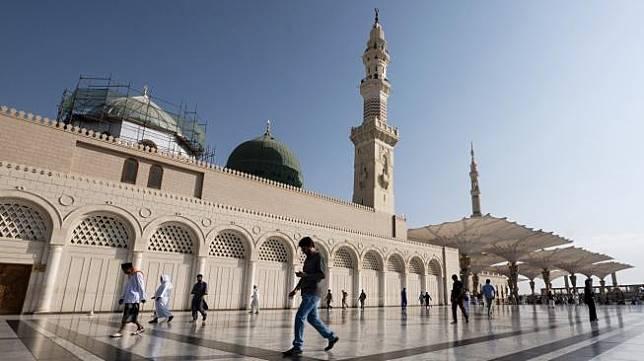 Umat muslim beraktivitas di Masjid Nabawai, Madinah. [Antara Foto]