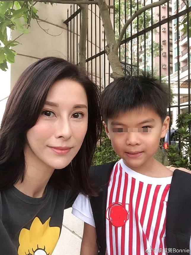 黎淑賢囝囝同小四月同一間學校。