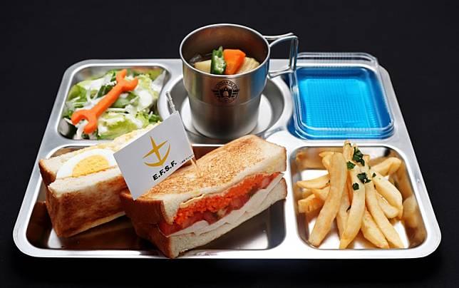 餐單符合《機》的世界觀,這款是阿寶的專用午餐,售1,430日圓。(互聯網)