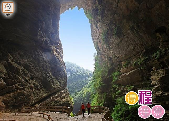 中國現時共有20個城市27個口岸實施免簽過境144小時,吸引更多外國旅客以內地各城市為中轉站。(武隆旅遊局提供)