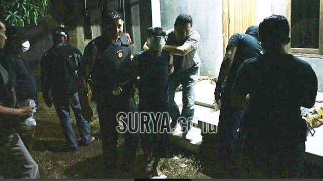 Guru PNS yang Diduga Teroris di Probolinggo Ajari Anak-anak Sekitarnya Memanah dan Menembak