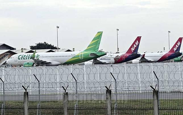 Sejumlah pesawat terpakir di Bandara Soekarno Hatta, Tangerang, Banten, Jumat (24/4/2020). Bisnis/Eusebio Chrysnamurti