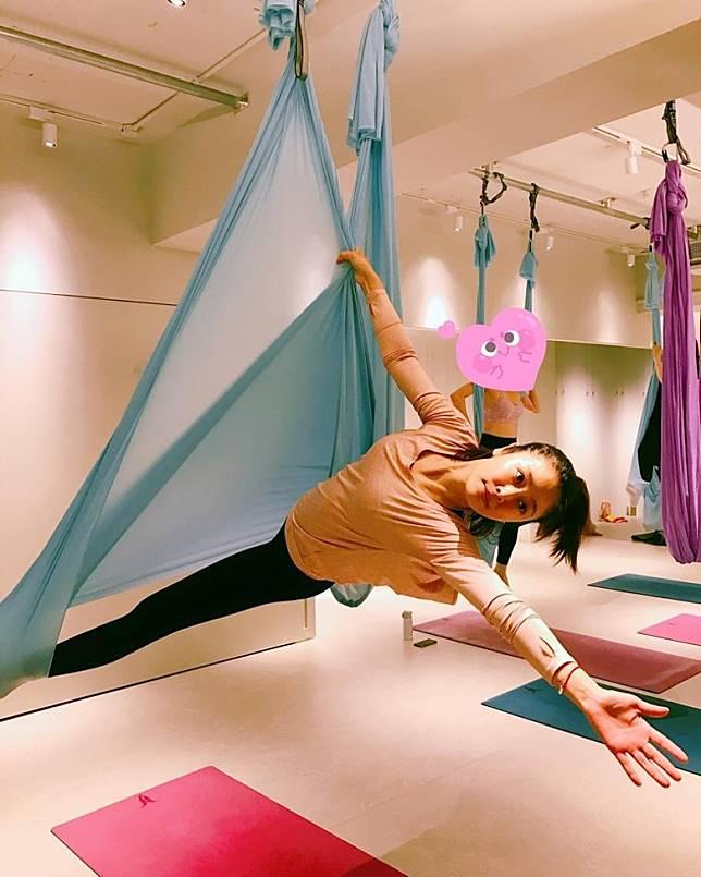 對於空中高難度的瑜伽動作,林心如也可以完成…