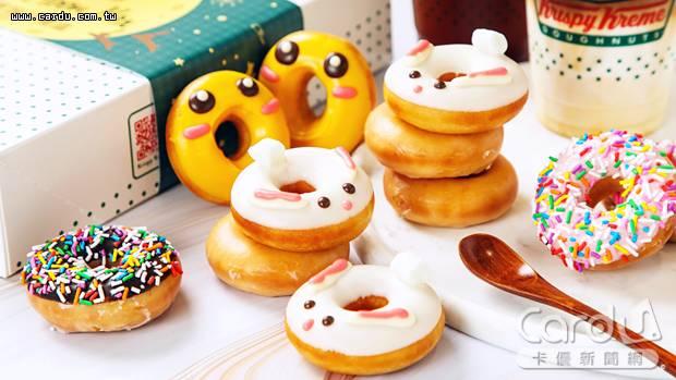 月兔小小圈用白巧克力畫出雪白身軀,月亮小小圈淋上滿滿芒果巧克力,相當應景(圖/Krispy Kreme 提供)