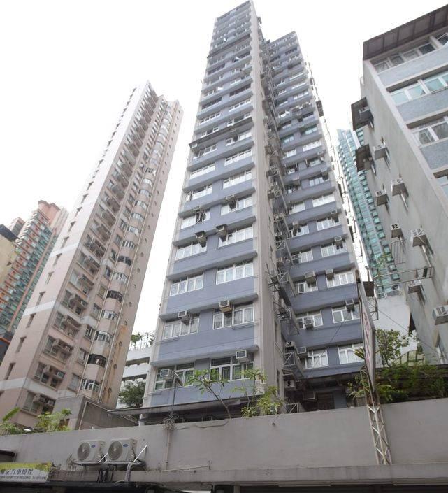 現場是新村街44號勤輝大廈一單位。