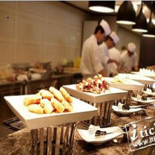 艾可柏菲自助料理餐廳高雄麗尊酒店Cercle Buffet,平奢的全新用餐態度,置身高級西餐的專業服務與舒適氛圍,艾可柏菲提供消費者一種不同的自助料理體驗,艾可柏菲自助料理不再是「吃飽」而更要「吃巧」