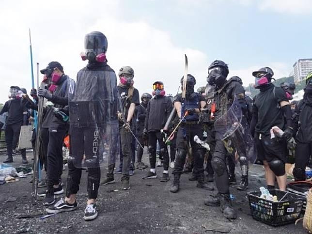 環球時報社評稱,暴徒在香港搞新型恐怖主義,要脅政府和國家。(法新社)