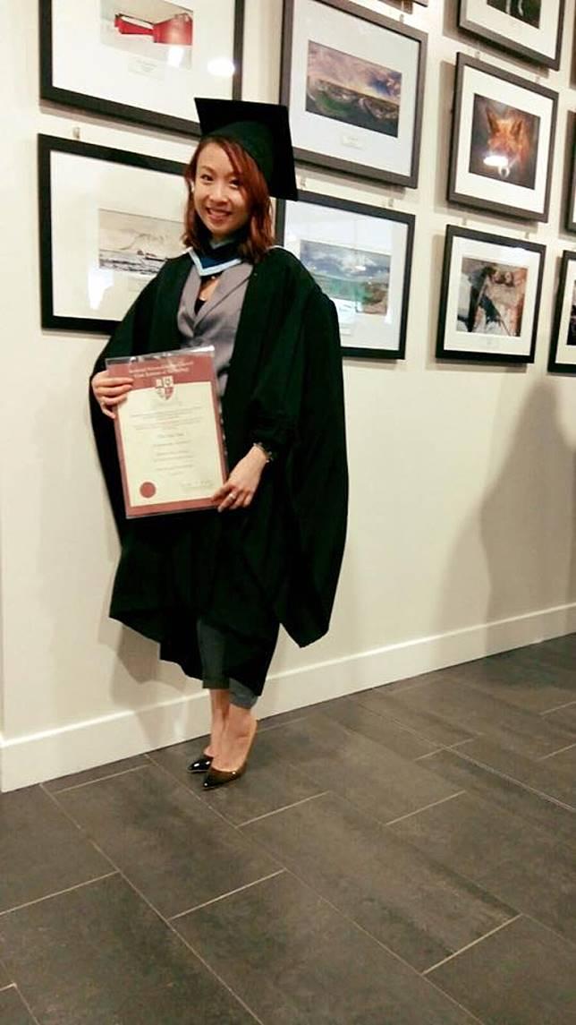 組合解散後佢去到愛爾蘭升學,完成咗一等榮譽學位!