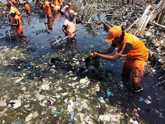 Dituding Jadi Penyumbang Sampah di Muara Angke, Ini Tanggapan Bekasi
