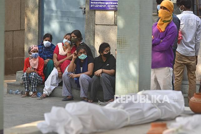 Taiwan mengirimkan bantuan 150 oksigen konsentrator dan 500 tabung oksigen ke India.