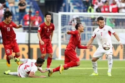 CLIP: Tuyển Việt Nam ăn mừng 'tẹt ga' sau chiến thắng kiên cường trước Jordan