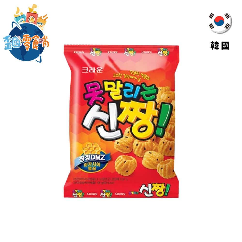 賞味期限:2021/04/22 (西元年/月/日)特色:出沒於各大韓劇的國民零食眼尖地韓粉們想必對於這款零食一點也不陌生。沒錯,它就是經常出沒於大小韓劇,深受韓國全民老少喜愛的國民零食。如此火紅的零食