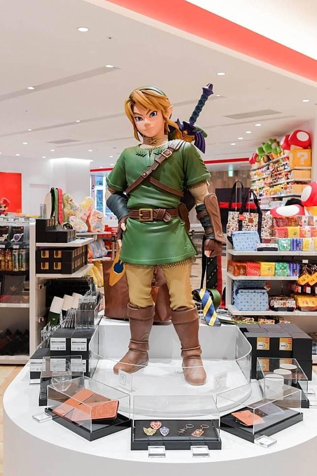 店內擺設了多個角色的立體擺設,包括有《薩爾達傳說》的林克。(互聯網)
