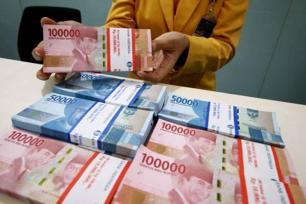 Untuk mendorong kestabilan nilai tukar rupiah, Bank Indonesia (BI) perlu memperkuat kebijakan stabilitas nilai tukar.