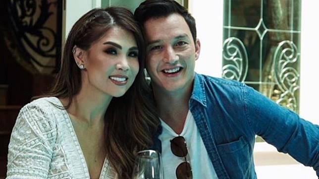 Mesranya Mike Lewis dengan Helena Lim