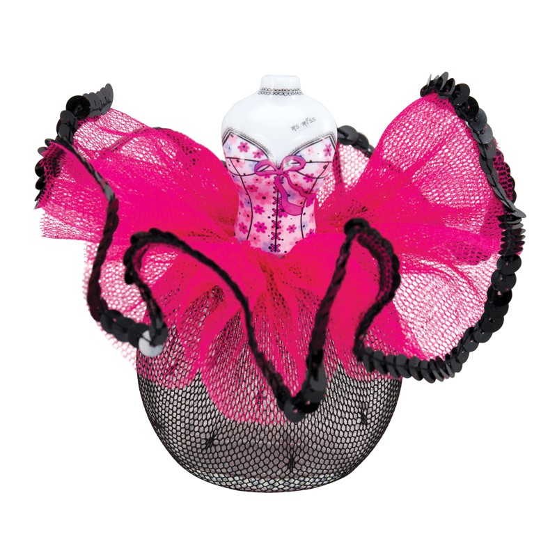 設計靈感 蕾絲裙一直以來讓人直接聯想的,是性感卻不失優雅,其中帶點神祕色彩引人遐想;跳舞香水系列香氛靈感來自於西班牙的佛朗明哥舞蹈,舞者穿著華麗衣裳展現自信的肢體律動,充滿巧思的澎裙隨著時而輕快時而激