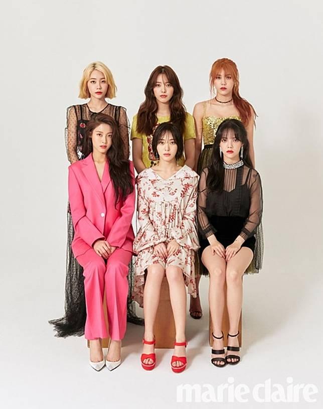 珉娥(前排中)則是AOA成員。