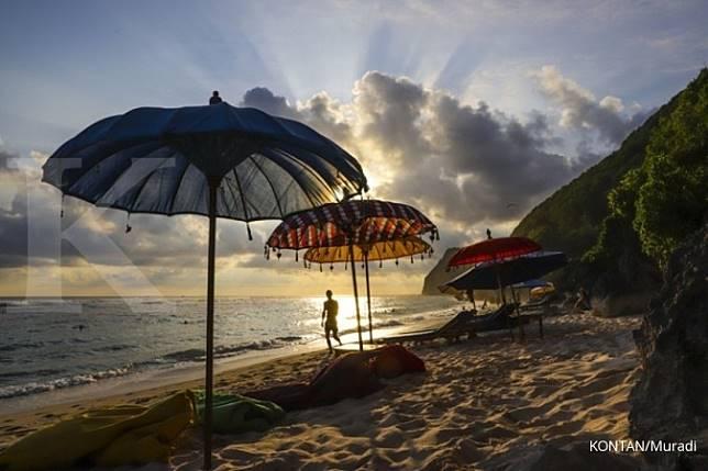 Ingat, saat pelesiran ke Bali, jangan sembarangan kencing di pohon